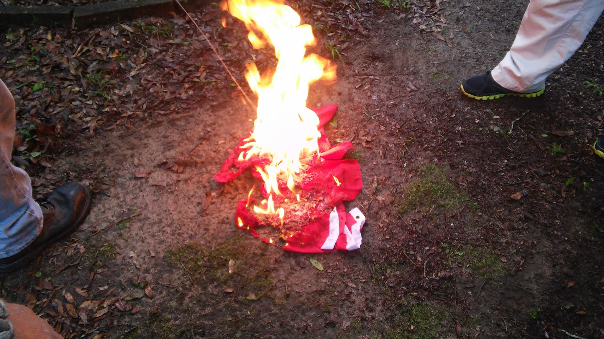 flag desecration essay Cleveland — police arrested 17 people wednesday after a melee broke out  during a flag-burning in the streets outside the republican.