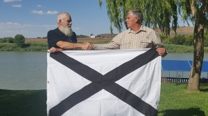 LS Rich Hamblem gives LS flag to Suidlanders Jan 2019